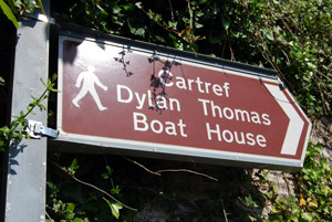 Sign pointing to Dylan Thomas Boat House